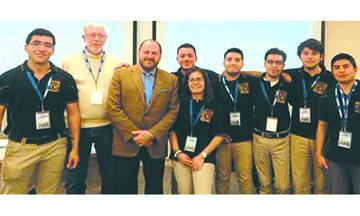 Alumnos de la UNAM superan a 24 universidades de EU y Canadá y ganan el Petrobowl