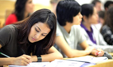 Estudiantes que desean ir a la universidad deben llenar la FAFSA cuanto antes