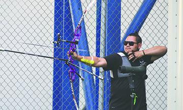 """""""Abuelo"""" Álvarez es segundo en ranking nacional de tiro con arco"""