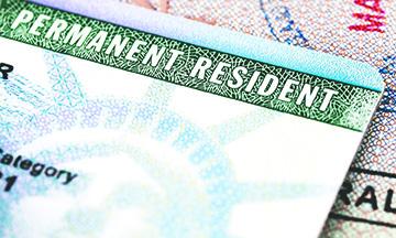 """Matrimonios falsos para conseguir """"Green Card"""" están en la mira"""