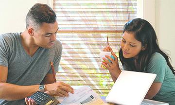 Un programa de ayuda con las facturas ofrece apoyo a los  usuarios que más lo necesitan