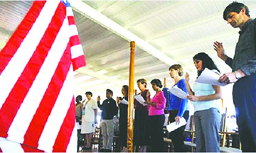 La espera para lograr la ciudadanía se dispara a 14 meses en algunas ciudades de Florida, Texas y Nueva York