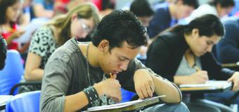 Becas, ayudas financieras y otras opciones para estudiantes latinos que desean ingresar a la universidad