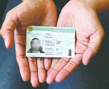 """Inmigrantes que no cumplan con este requisito podrían perder su """"green card"""""""