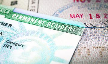"""Las 3 Acciones que un Portador de """"Green Card"""" debe Evitar si Quiere Aplicar a la Ciudadanía"""