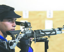 Rogelio Reyes Termina en el Top-Ten en Rifle