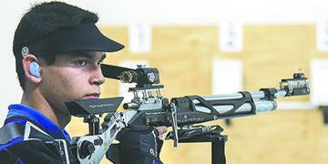 Rogelio Reyes Termina en el Top-Ten en Rifle
