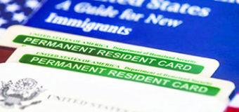 """¿Si USCIS rechaza ajuste Migratorio a Portadores de  """"Green Card"""" podría deportarlos?"""