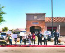 Pastores y Familias de la Comunidad se Manifiestan Frente a las Oficinas Locales del Asambleísta Eduardo García