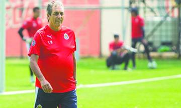 Tomás Boy estará dos años con Chivas