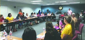 Decenas de Padres de Niños con Necesidades Especiales Exigen Apoyo a los Distritos Escolares