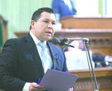 Resolución de la Asamblea 99 culpa a los líderes religiosos por los suicidios LGBT y pide a los pastores que acepten las identidades y comportamientos LGBT
