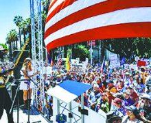 Miles de personas se unen en el Capitolio de Sacramento para exigir al Gobernador que reabra el estado