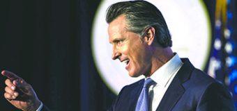 """El Gobernador Gavin Newsom amenaza con aplicar """"Presión Social"""" a las Iglesias que decidan permanecer abiertas"""