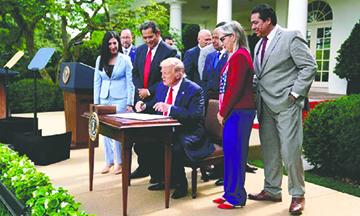 Trump se comprometió a ayudar a los Hispanos a crear prosperidad a través de los Negocios y la Educación