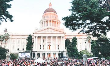 Miles de Creyentes se Reúnen para Adorar a Dios en el Capitolio del Estado
