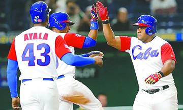 Peloteros cubanos aún no reciben la visa para preolímpico de béisbol