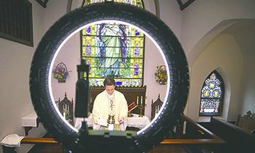 Las Iglesias de California Ponen en Cuarentena  Permanente al Gobernador Newsom