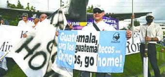 Kamala Harris es Recibida en Guatemala con una Protesta de Ex Militares